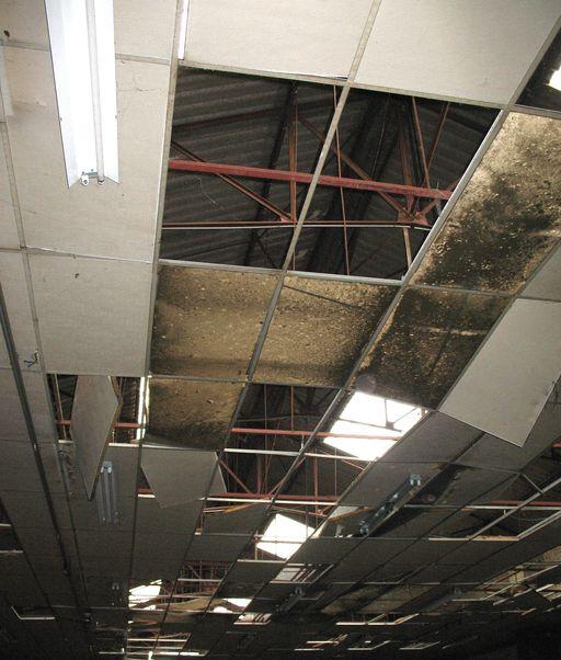 Le faux plafond et la charpente m tallique ancienne for Materiel faux plafond